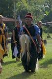 跳舞在传统衣裳弗洛勒斯印度尼西亚的战士 免版税库存图片
