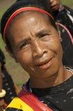 跳舞在传统衣裳弗洛勒斯印度尼西亚的战士 图库摄影