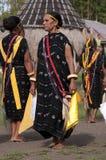 跳舞在传统衣裳弗洛勒斯印度尼西亚 库存图片