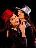 跳舞在党的女同性恋者妇女 免版税图库摄影