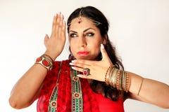 跳舞在全国礼服的妇女印地安舞蹈 库存图片