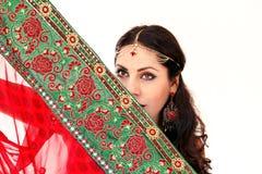 跳舞在全国礼服的妇女印地安舞蹈 免版税库存照片