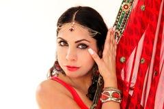 跳舞在全国礼服的妇女印地安舞蹈 免版税库存图片