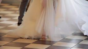 跳舞在婚礼的腿 影视素材