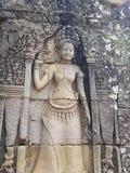 跳舞在寺庙墙壁上雕刻的Apsara女孩在Cambodi 库存照片