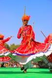 跳舞在沙漠节日, Ja的传统礼服的印地安人 库存照片