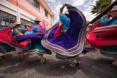 跳舞在科珀斯克里斯蒂游行的土产妇女 库存照片