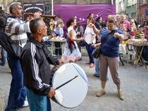 跳舞在街道上的Hidrellez新春佳节人 免版税库存图片