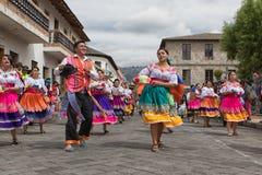 跳舞在街道的Kichwa人 库存图片