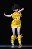 跳舞在阶段的孩子 免版税图库摄影