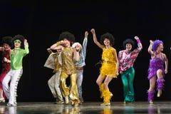 跳舞在阶段的孩子 免版税库存照片