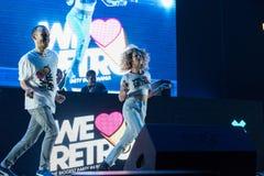 跳舞在阶段的年轻舞蹈家 免版税库存照片