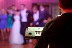 跳舞夫妇在党事件或婚礼庆祝时 库存照片
