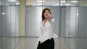 跳舞女实业家在办公室 股票录像