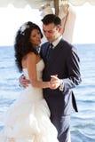 跳舞婚礼舞蹈的夫妇 免版税图库摄影