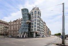 跳舞房子在街市布拉格,捷克 免版税库存照片
