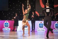 跳舞拉丁舞蹈的舞蹈家 库存照片