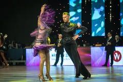 跳舞拉丁舞蹈的舞蹈家 库存图片