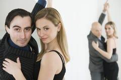 跳舞探戈的夫妇 免版税库存照片