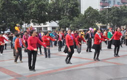 跳舞新的pengzhou正方形妇女的瓷 免版税图库摄影