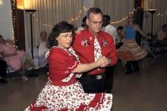 跳舞方块舞的夫妇 免版税库存照片