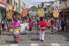 跳舞本地kichwa的人户外 免版税库存图片