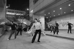 跳舞狂热舞的妇女 库存图片