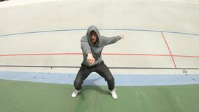 跳舞现代当代舞蹈的Breakdancer人 股票视频