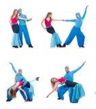 跳舞现代舞的对舞蹈家隔绝在白色 免版税库存照片