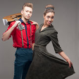 跳舞的减速火箭的年轻夫妇 图库摄影