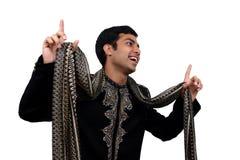 跳舞的印第安姿势 免版税库存图片