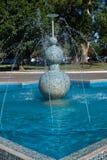 跳舞的喷泉 免版税库存图片