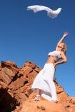 跳舞的成熟妇女 免版税库存照片