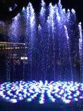 跳舞的蓝色喷泉 图库摄影