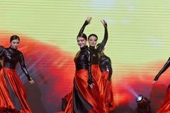 跳舞红色和黑妇女企业家商会庆祝 免版税库存照片
