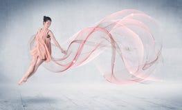 跳舞芭蕾有抽象漩涡的表现艺术家 皇族释放例证