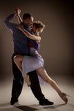 跳舞阿根廷探戈的男人和妇女 库存图片