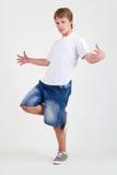 跳舞青少年的白色的b男孩 免版税库存照片