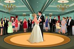 跳舞他们的第一个舞蹈的新娘新郎 皇族释放例证