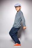 跳舞绿色牛仔裤男性诉讼少年顶部年轻人的成人非常黑色男孩舞蹈 免版税库存图片