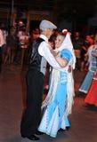 跳舞chotis的人们在马德里,西班牙跳舞 免版税图库摄影