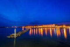 跳船和北部海滩岸在晚上,在北部海滩, 3月 免版税库存照片