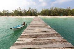 跳船和小船在酸值荣海岛,柬埔寨,东南 免版税库存图片