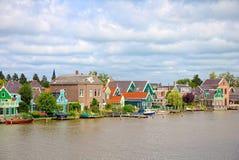 跳船和房子在赞丹,荷兰 库存图片