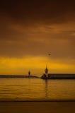 跳船和灯塔在奇怪的天气 库存照片