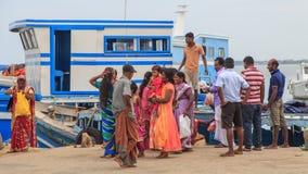 跳船和轮渡在Nainativu Nagapooshani阿曼寺庙-贾夫纳-斯里兰卡 图库摄影