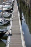 跳船在小游艇船坞 免版税库存图片