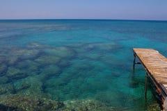 跳船在海 免版税图库摄影