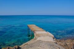 跳船在海 免版税库存图片