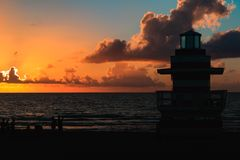 跳船在迈阿密海滩 免版税库存照片